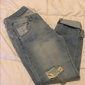 Boyfriend destroyed jeans